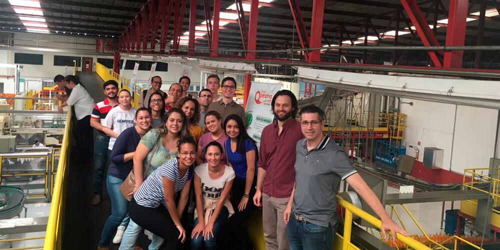 academicos visitam coca cola