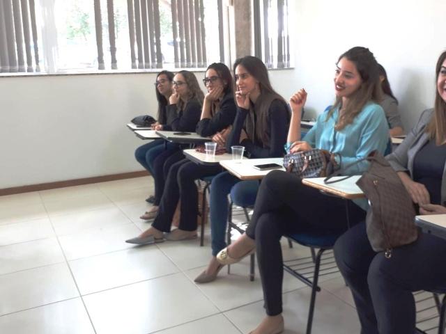 Acadêmicas foram assistir ao juri simulado